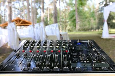Konsola zamiast instrumentów, czyli DJ na weselu! Pomożemy Ci w tym wyborze.