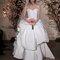 Vestido de noiva com corte princesa com saia com maxi-volume.