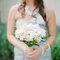 Ramo de novia blanco con toques pastel
