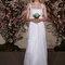 Vestido de noiva de alças e aplicações de pedraria