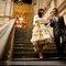 Kurzes Brautkleid mit weitem Rock – Foto: Arnau Dalmases