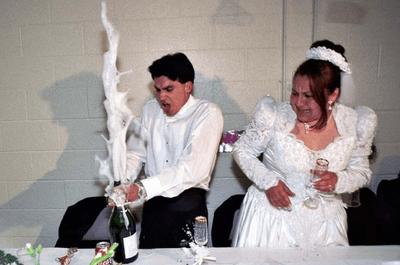 Allarme foto imbarazzanti...quando il matrimonio è trash!