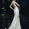 Vestido de novia 2013 con escote enmarcado en la espalda y cubierto de pedrería