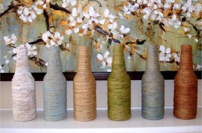 DIY - rustykalne butelki jako ozdoba weselnego stołu