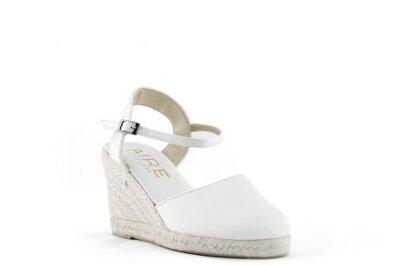 Zapatos de novia de la colección Aire Barcelona 2013