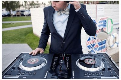 ¿DJ o grupo musical? La decisión que marcará el éxito de tu boda