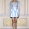 Vestido de fiesta corto en color azul claro con encaje, tranparencias y acabado satinado