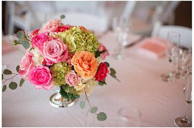 Animate a los colores en los centros de mesa de tu boda