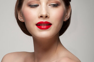 Novias con labios rojos: una idea muy chic para tu boda