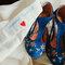 Zapatos de novia con bordados de pájaro.