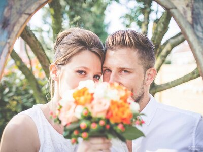 Justine et Joffrey : Un mariage surprise plein d'amour, de fleurs et de spontanéité