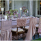 Decoraciones originales para las sillas del banquete de bodas - Foto Ashley Therese Photography
