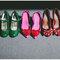 Integra zapatos de colores intensos para tu look de novia