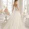 Robe de mariée bustier coupe princesse avec jupe en tulle.