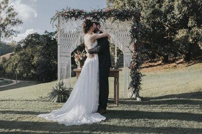 Casamento rústico no campo de Priscila & Felipe: detalhes incríveis em macramê, tons pastel e suculentas!