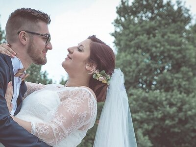 Une demande à Noël et un heureux évenement : Le mariage plein de surprises de Melissa + Simon