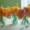 Centros de mesa con flores en colores cítricos - Foto Suzay Clement