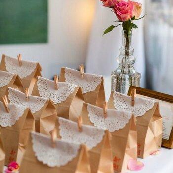 Besondere Souvenirs für Ihre Hochzeitsgäste: Schenken Sie mit Kreativität!