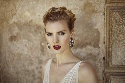 ¿Un look rompedor? Conviértete en una novia helénica con los labios marcados en burdeos