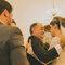 A hora da despedida entre pai e filha no altar é um dos momentos que mais emocionam no casamento.
