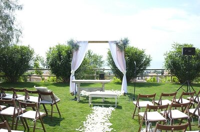 Are you thinking about a destination wedding? Here's how to plan the perfect wedding abroad!