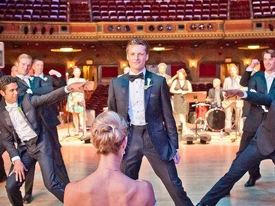 Un novio sorprende a su novia con un impresionante baile. ¡Descubre sus pasos!