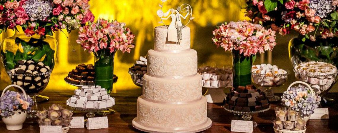 Bolos de casamento brancos: releituras super atuais de um verdadeiro clássico!