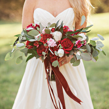 Ways to Incorporate Velvet into Your Wedding: The Hottest Trend for the Coming Seasons!