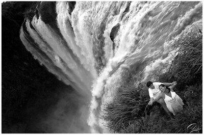 Explora México con fotografía casual de preboda en Salto de Eyipantla, Veracruz