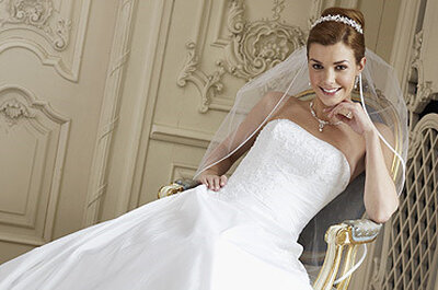 Brautkleider Pure White von Lilly