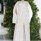 Vestido de novia 2014 Delpozo en color blanco con aplicaciones en relieve de motivos florales, mangas con volumen y abertura al frente en la falda