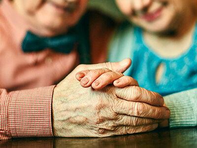 Het aandoenlijke jubileum van een 60-jaar getrouwd stel