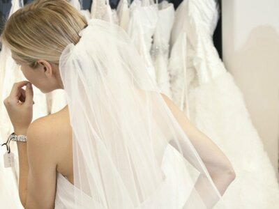 Sehen Sie die Trends der letzten Epochen - 100 Jahre Brautkleider!