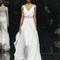 Vestido de novia con silueta holgada y fluida inspirada en las diosas griegas, tirantes discretos y cinturón con apliqués