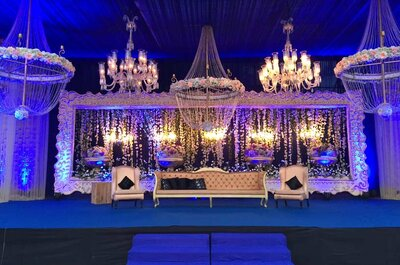 How to choose the wedding decorations for the center stage