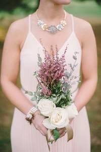Románticos ramos de novia con astilbe
