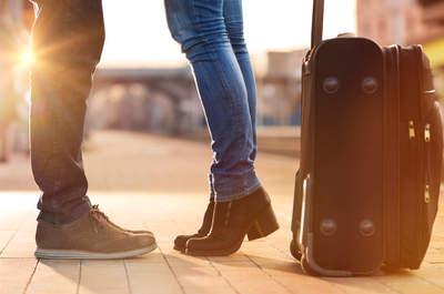 Wat doe je als je partner werk in het buitenland vindt? Lees deze adviezen van onze expert!