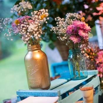 Cómo decorar tu boda con frascos de vidrio ¡Dale un efecto fresco!