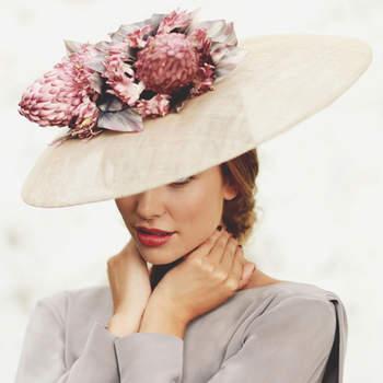 Chapéus de aba larga: modelos elegantes para convidadas com estilo