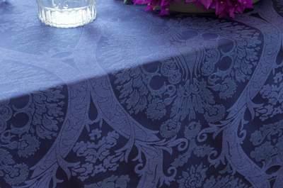 Mesa en Jacquard y estampado de damasco: formal, clásica y elegante