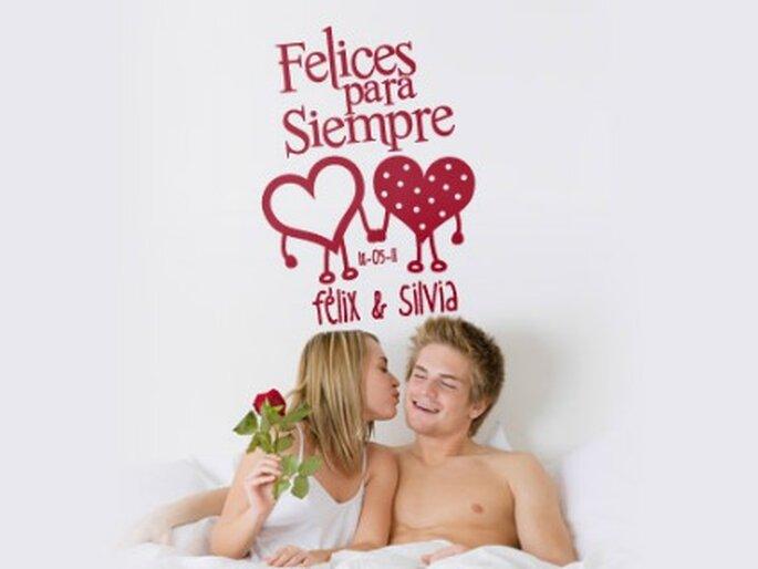 Vinilo romántico, chic y divertido, con dos corazones. Para crear un ambiente especial el día de tu boda - www.proyectovinilo.com