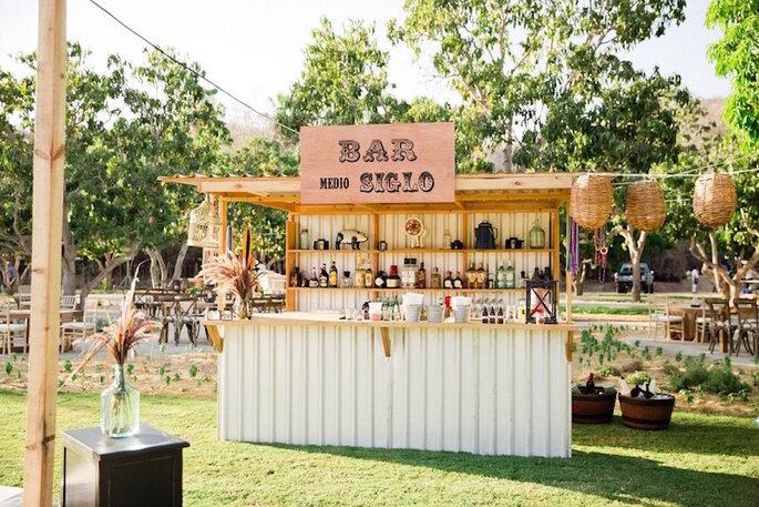7 estaciones de bebida en tendencia que debe haber en tu boda - Sara Richardson Photography