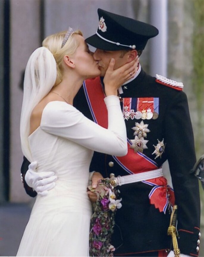 El beso de la boda real de Haakon de Noruega y Mette Marit
