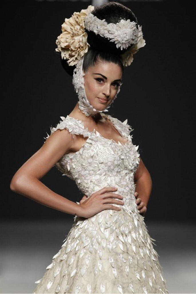 Vestidos de novia Jorge Terra 2012 con bordados muy elaborados - Ugo Camera / Ifema