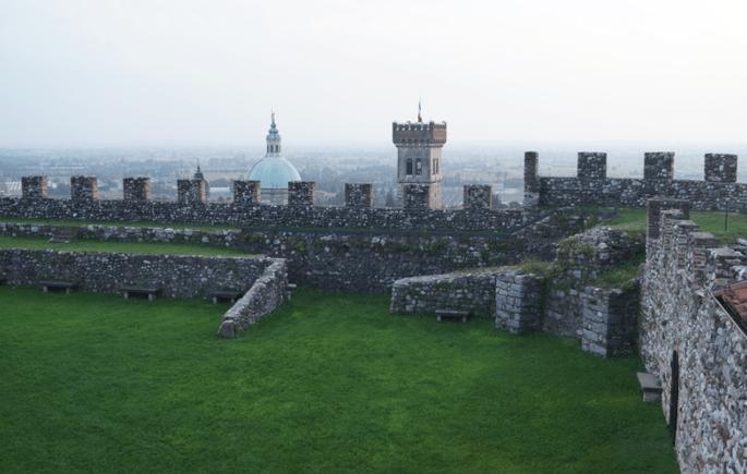 La vista su Lonato dall'esclusiva Rocca scaligera