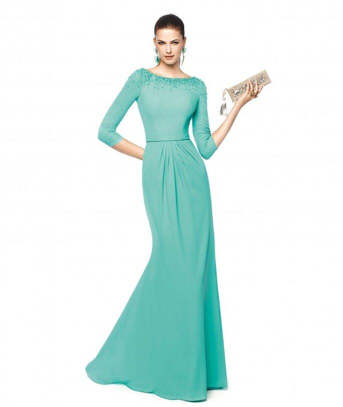 Brautkleid NAIA für das Standesamt in einem leuchtenden Blauton - Foto: Pronovias