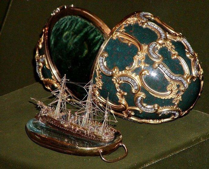"""Uovo Fabergé """"Memoria di Azov"""". Museo della Marina di Mosca. Foto: www.wikipedia.org - Stan Shebs"""