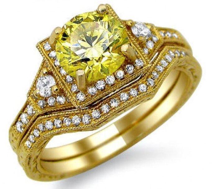 1.46 quilates diamante redondo amarillo canario de anillo de compromiso en oro de 14k. Foto de Front Jewelers.