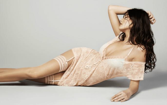 camisón y conjunto de ro`pa íntima en color rosa nude con transparencias - Foto Women's Secret