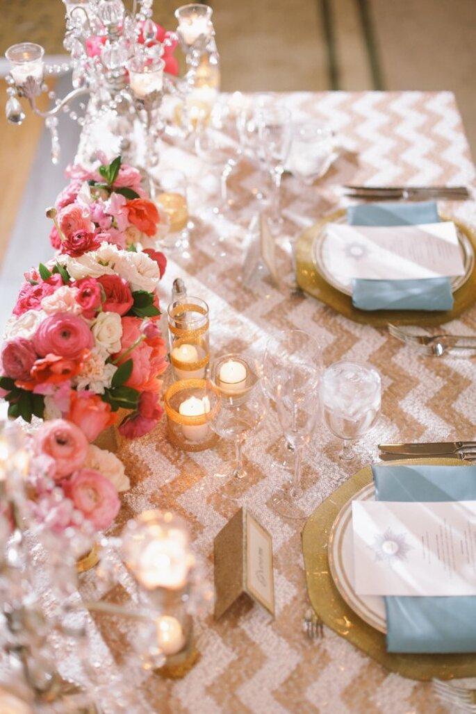 Las mesas lucirán sensacionales con un mantel de estampado chevron - Foto Brandon Kidd